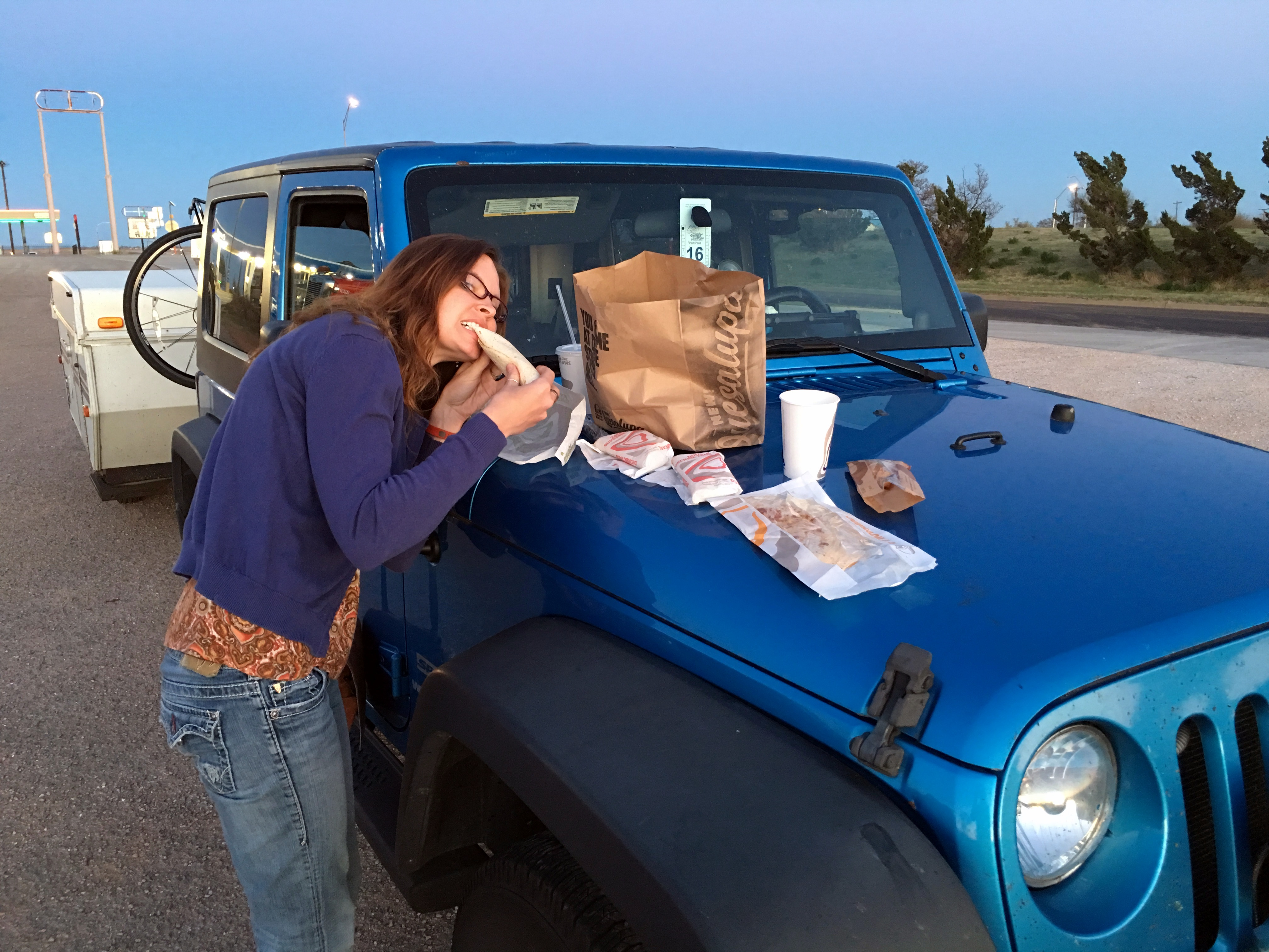 How to Pack Healthy Snacks and Meals for a Road Trip