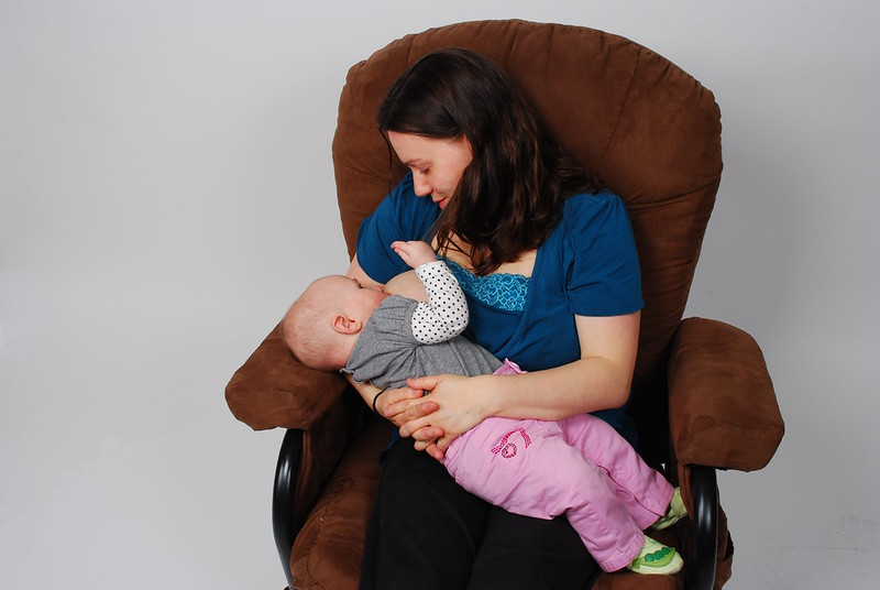 Natural Diet and Wellness Tips for Breastfeeding Moms